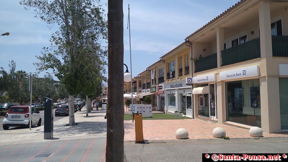 Avenida Rei Jaume I ...Hauptstraße in Santa Ponsa - Banken, Makler, Ärzte, Geschäfte, Restaurants