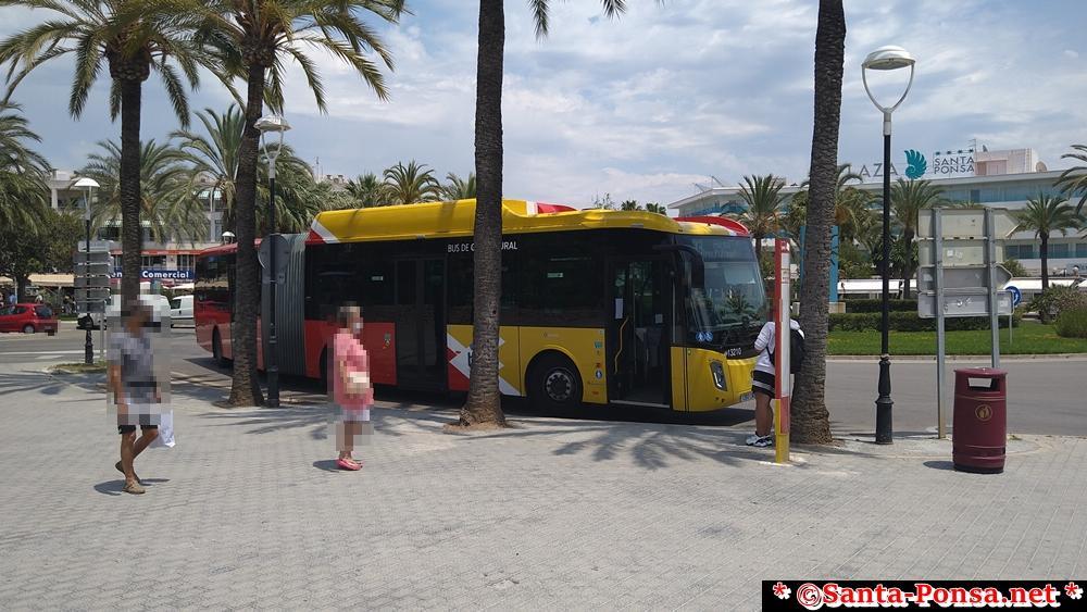 Bus - die Farben sind die geblieben, die Busse ab 2021 sind Neu und werden mit Erdgas betrieben