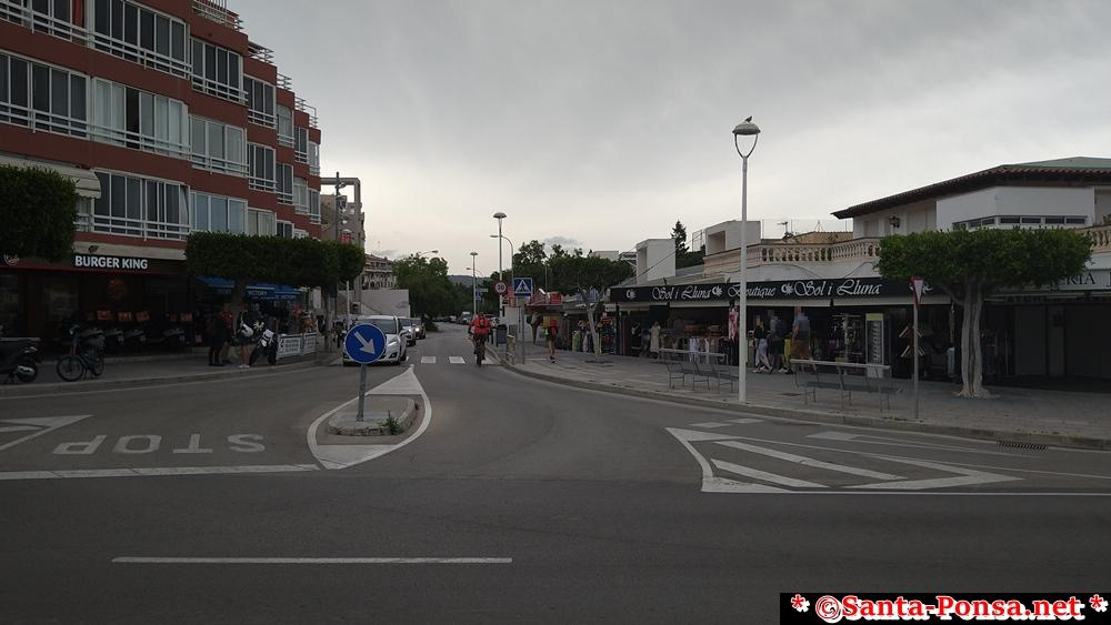 Santa Ponsa Blickrichtung zu den Sportanlagen (v.l. Burger King)