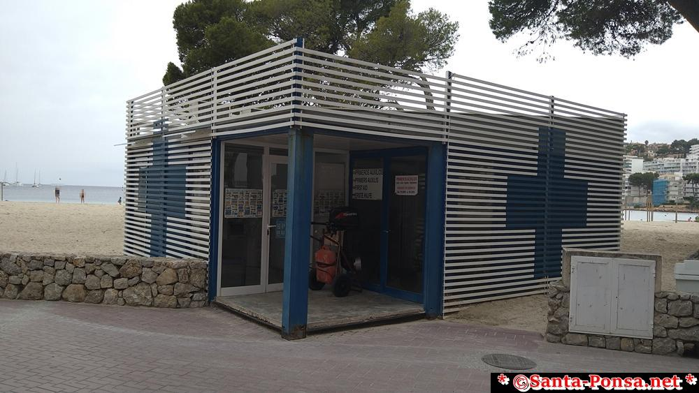 Erste Hilfe Station am Strand Santa Ponsa, in der Saison immer besetzt.