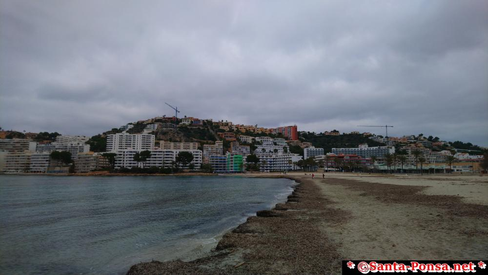 Santa Ponsa Strand - Blickrichtung Ramon de Moncada im Winter fotografiert