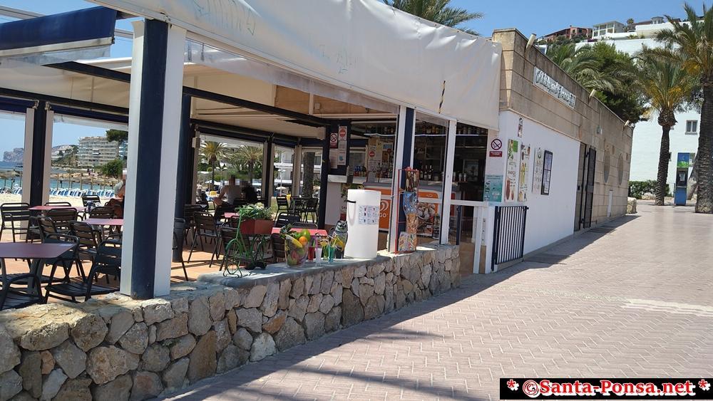 Strandbar gegenüber von Burger King