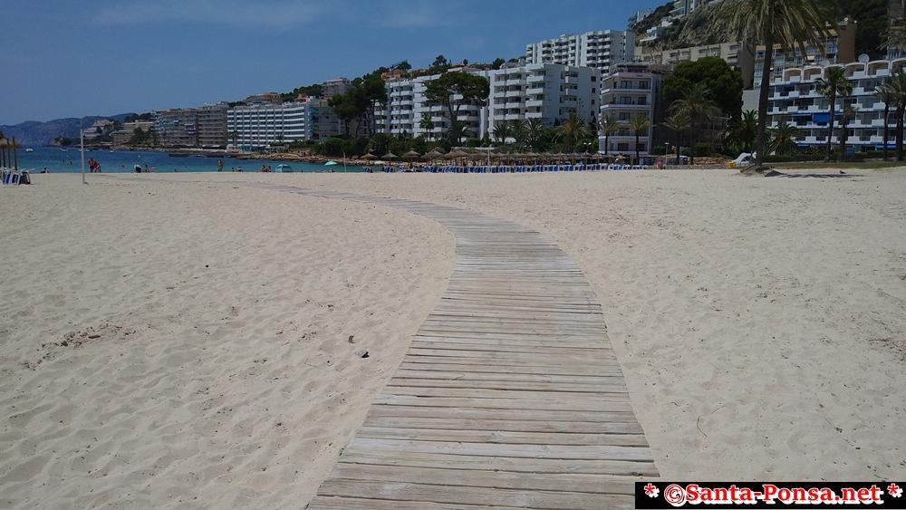 Ein behindertengerechter Zugang zum großen Strand