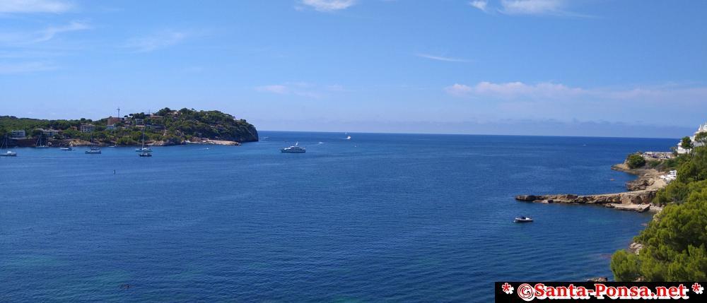 Meerblick von Santa Ponsa aus - Einfahrt zum Sportboot und Yachthafen links